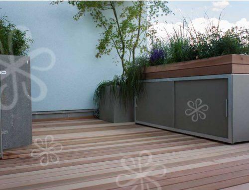 Terrassengestaltung mit Pflanztrögen auf Zedern Holzdeck