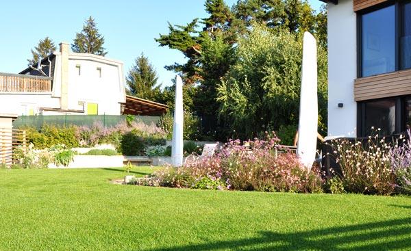 Haus mit gepflegten Rasen von gartencraft